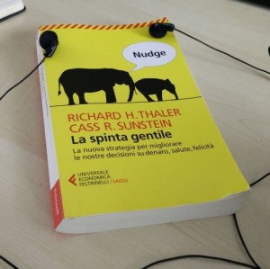 Nudge: Spinta Gentile by Thaler e Sunstein